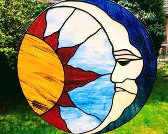 Tiffany stained glass suncatcher of sun and moon, sun and moon suncatcher, circular suncatcher astrological, glass windowdecoration hanger