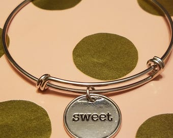 Silver expandable bracelet with silver charm