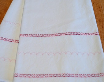 Embroidered Tea/Dish Towel Set (2) Scalloped Hearts