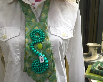 Retro vintage green statement beaded neckpiece/necklace