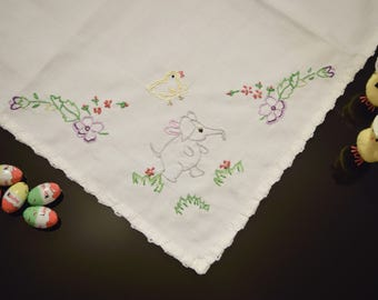 Table Decorations | Easter Table Runner | Table Topper | Easter Table Decor | Overlay | Tablecloth | Spring Flowers