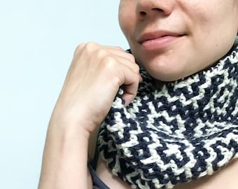Navy/cream hand-knit cowl
