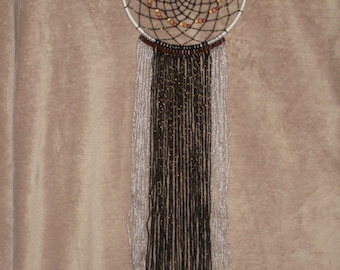 Dream catcher in wool and wooden bead