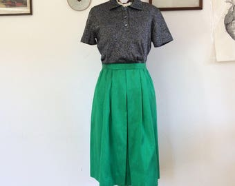 Sale! From 35 to 25 euros! Wonderful vintage emerald green skirt Panel 50 in shantung silk-like fabric. Size 44 Ita