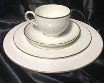 1996-1997 Trent by Royal Doulton Discontinued China Pattern - 1 4 Piece Place Setting