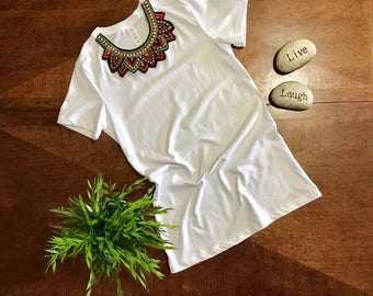 white t-shirt whit necklaces