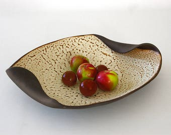 Dish, Bowl a fruit, flat presentation, Center table