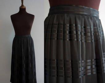 Black 1980s pleated circle skirt / Vintage Skirt