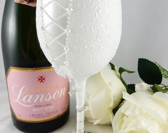 Personalised Bride Wine Glass, Bride to be gift, Personalised bride glass, hen party gift, hen night gift, bride gift, wedding gift,