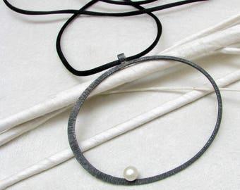 LaLune - big blackened  Silverpendant w/  pearl