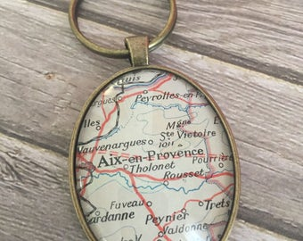 Aix en Provence keychain, oval keychain, made with vintage maps