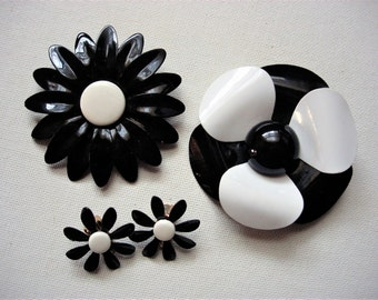 Black and White Vintage Flower Power Brooches and Earrings