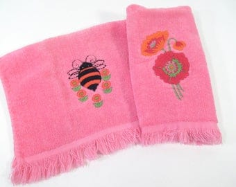 Vintage towel set, bee towel, poppy towel, small hand towels, finger towels, bathroom decor, spring towels, hot pink Royal Terry