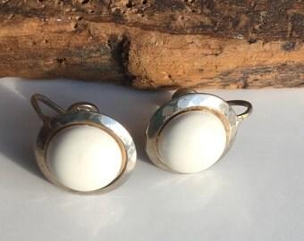 Vintage Clip On Earrings, Screw Back Earrings, White Plastic Cabochon Earrings, Vintage Earrings, Simple Earrings, Silver and White