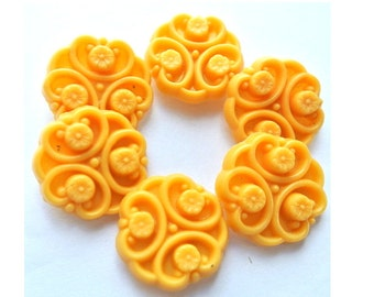 6 Vintage flowers buttons plastic 21mm, yellow flower, RARE buttons