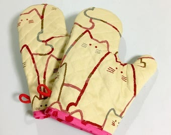 Oven Mitt --- MORE CATS - Red   Set of 2