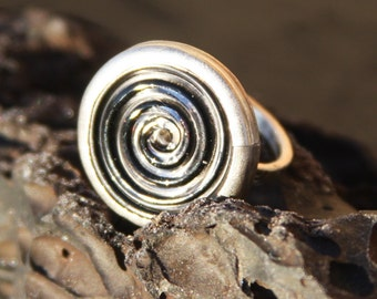 black/clear swirl glass button and sterling silver ring size 5.5