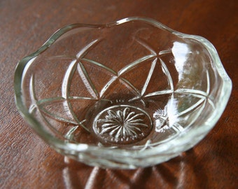 MINI MANDALA: Petite Vintage Prescut Glass Finger Bowl, New Age-style 6-pointed Star, Sunburst Base, Beautiful Wedding Ring Bearer Dish