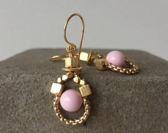 chain loop earrings pink & gold