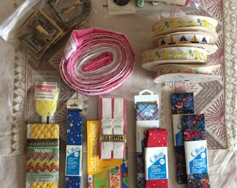 Vintage Sewing Notions 30+ peices