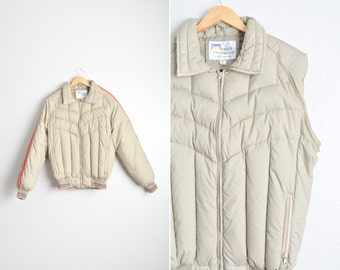 Size L // DOWN JACKET & VEST 2-in-1! // Tan Puffy Jacket with Detachable Sleeves - Stranger Things - Field and Stream - Vintage '80s.