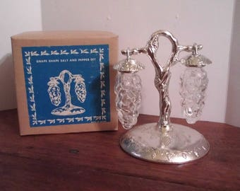 Vintage Grapes Glass Salt and Pepper Shakers Hanging Grape Vine Silver New in Box