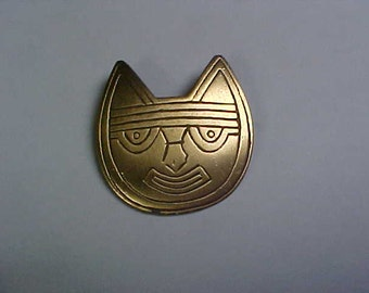 Cat face gold tone brooch Signed LAM