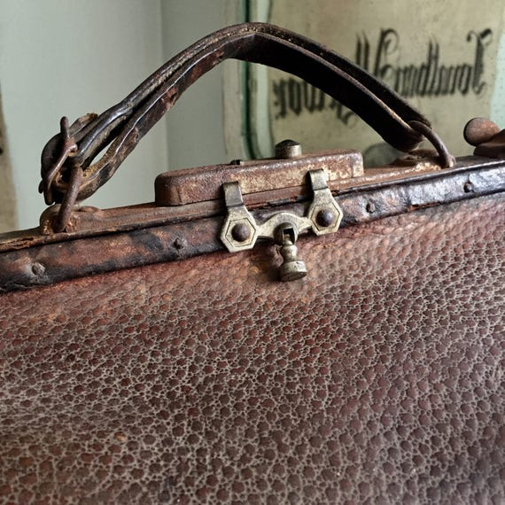 LEATHER DOCTOR BAG, Antique, possibly Ostrich
