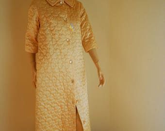 quilted robe, gold satin robe, hollywood starlet, perfect condition, Pennys, PRISTINE