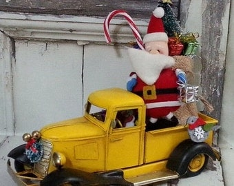 SALE Large Old Fashioned Yellow Truck Christmas Decor Centerpiece / Snowman Driver Bottle Brush Tree / Christmas Arrangement / ONLY 1