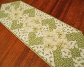 Daisy Quilted Table Runner, Daisies in White Cream Yellow and Green, Floral Quilted Table Mat, Flower Table Runner, Quiltsy Handmade