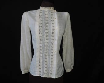 Gunne Sax blouse 70s cream lace prairie victorian revival off set button top medium