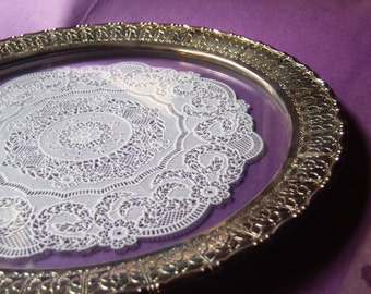 Glass Serving Plate with Changeable Doily Insert