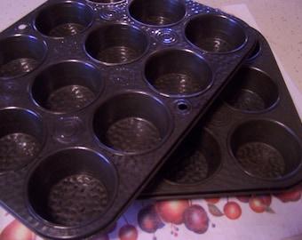 Vintage Bake King Muffin Tins, Cupcake Tins, Textured, 12 Count, Bakeware Pans, Steel, Photo Prop, Farmhouse Kitchen