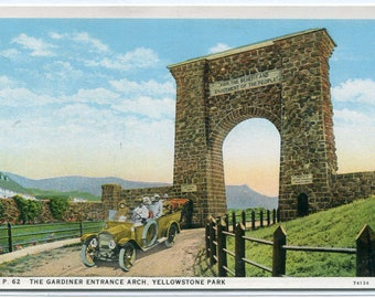 Gardiner Entrance Arch Car Yellowstone National Park Wyoming 1920s postcard