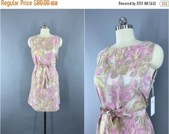 SALE - Vintage 1960s Dress / 60s Day Dress / Cotton Sundress / Shift Dress / Pink Floral Print / Size Medium M to Large L