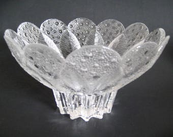 Large Crystal Leaf and Raindrop Design Scalloped Edge Footed Serving Bowl