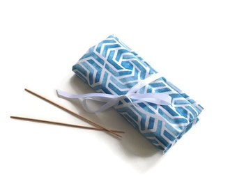 Knitting  Needle Case DPN Organizer Blue Screen Print Fabric Case Needle Roll Up Double Point Needle Case 7 Inch Needles Case with Pockets