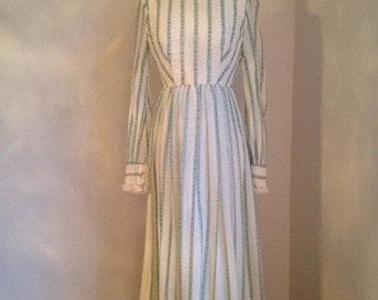 ON SALE vintage 1970s maxi dress gunne sax style white floral lace WINTER Folktale