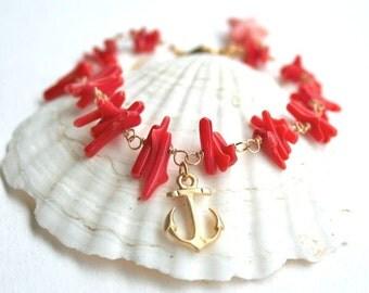 Coral bracelet, Gold anchor bracelet with red natural coral chips, Beach bracelet, Boho bracelet, Coral jewelry, Beach wedding bracelet