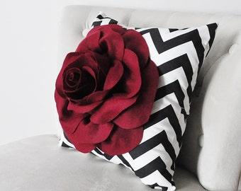 rote dekorative kissen m belideen. Black Bedroom Furniture Sets. Home Design Ideas