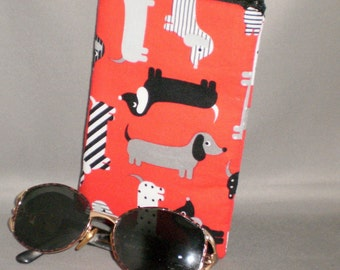Eyeglass or Sunglasses Case - Zipper Top - Padded Zippered Pouch - Dogs - Dachshund - Doxie - Weenie Dog