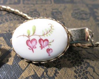 Sweater Guard Clip VINTAGE Hand Painted Ceramic Bleeding Hearts Gold Setting Mad Men Era Ready to Wear Vintage Jewelry (Y308)