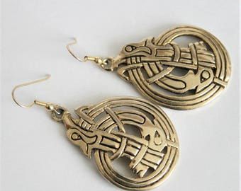 Vintage Celtic style earrings.  Goldplated. Dangle earrings. Vintage jewellery