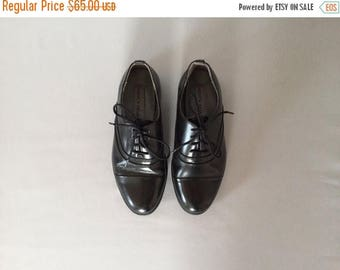 30% OFF SALE... black leather oxfords | 90s brogues | size 6