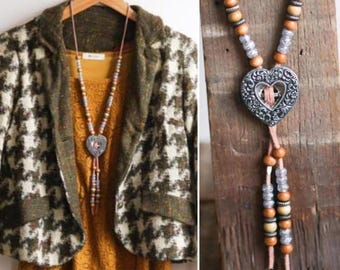 Women's Bolo Tie Necklace - Heart Pendant Beaded Lariat - Southwest Style 1980's 80's Wooden Silver Tone Embossed