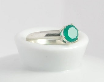 Green onyx ring US size 6, with sterilng silver and 6mm round cut natural green onyx gemstone