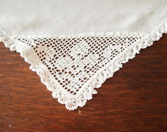 Linen Tablecloth Centerpiece Tea Cloth White Crochet Corners Vintage 35 x 35