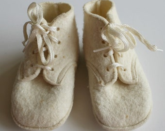 Adorable Vintage Winter White Wool Felt BABY BOOTIES by Leada...Original Box and Washing Instructions