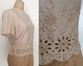 SALE 1950's Oatmeal Embroidered & Scalloped Edge Top w/ Back Metal Zipper Vintage Blouse Shirt Size Large XL by Maeberry Vintage